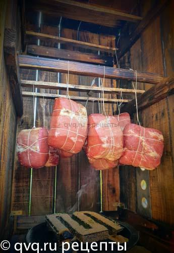 мясо висит в диму